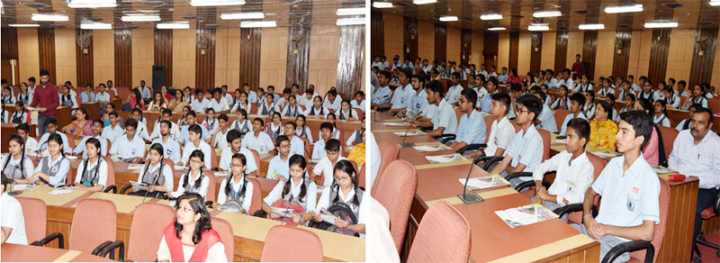 Students of Navyug School, New Delhi attending lecture on Clean Energy in DST during Swachhta Pakhwada