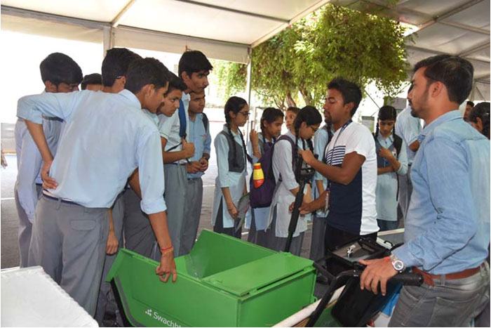 Demonstration of Spade Picker and Swachhta Cart in Exhibition to students of  Navyug School, New Delhi in DST during Swachhta Pakhwada