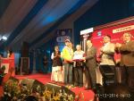 Hon'ble Minister of S&T & ES Dr Harsh Vardhan presents bronze medal of DST INSPIRE award 2016 to Sachindra Jadhav