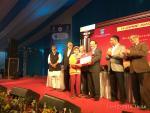 Hon'ble Minister of S&T & ES Dr Harsh Vardhan presents gold medal of DST INSPIRE award 2016 to Shiva Jyoti Choudhury
