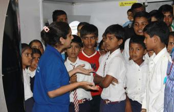 Science Communicator explaining to queries of School Students