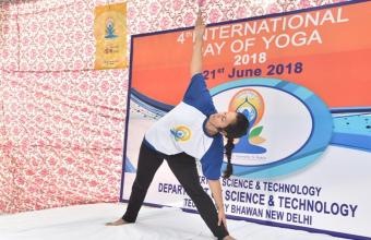 DEMONSTRATION OF YOGIC MUDRA BY MS. SHVETIKA KAUL, MORARJI DESAI NATIONAL INSTITUTE OF YOGA BEFORE PARTICIPANTS DURING YOGA SESSION ON 21ST JUNE, 2018 AT DST PREMISES